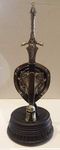 MINI ESPADA CON ESCUDO DE SIR ANDUIN LOTHAR - WORLD OF WARCRAFT